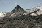 11560651-elbrus-el-valle-de-la-meseta-nevada-pirámide-elbrusky-kailas-el-pico-kalitskogo-Foto-de-archivo