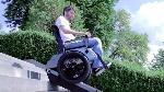 desarrollan-una-silla-de-ruedas-capaz-de-subir-escaleras-1024x575