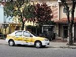 automovel-da-cet-estacionado-em-local-proibido-numa-rua-da-cidade