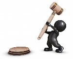 persona-con-un-martillo-de-juzgado_1048-1720