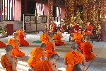 Monks_in_Wat_Phra_Singh_-_Chiang_Mai