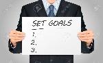 42445962-primer-plano-de-mira-de-negocios-que-sostiene-el-cartel-objetivos-establecidos