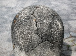 Mechanical_weathering_of_a_cement_bollard_-_20110501
