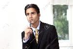 11910240-joven-hombre-de-negocios-pensando-en-la-expresión-seria