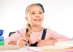 schoolkind-die-thuiswerk-doen-84225266