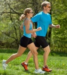 duas_pessoas_correndo_no_parque1