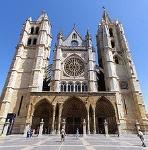 220px-Fachada_de_la_Catedral_de_León