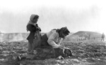 armeenlasest-ema-ja-lapsed-kuuditatuna-korbesse-aleppo-lahistel-71321313 (1)