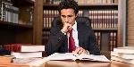 mandamientos-del-abogado-profesional-leyendo