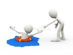 persona-d-que-ayuda-ahogando-al-hombre-47866784