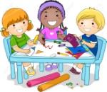 67019794-ilustración-de-un-grupo-diverso-de-preescolar-niños-trabajando-en-un-proyecto-arte-con-la-artesanía