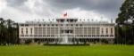 1200px-Palacio_de_la_Reunificación,_Ciudad_Ho_Chi_Minh,_Vietnam,_2013-08-14,_DD_03