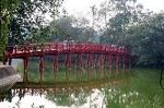 200px-Hoan_kiem_lake_huc_bridge_hanoi_2007_01