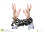 homme-d-affaires-avec-les-mains-attachées-par-chaîne-en-métal-augmentées-pour-l-aide-de-délivrance-57408035