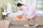 bigstock_Female_Housekeeper_Cleaning_Be_117832133__1486119861_39236-REDUIT