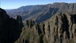 537639911-basalto-monti-dei-draghi-maestoso-catena-montuosa