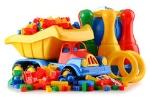 giocattoli-di-plastica-variopinti-dei-bambini-su-fondo-bianco-69672923