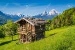 65722622-schöne-aussicht-auf-idyllischen-berglandschaft-in-den-alpen-mit-traditionellen-berghütte-und-frische-grüne-almen-