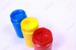 55814498-pinturas-acrílicas-de-colores-de-colores-primarios-rojo-amarillo-y-azul